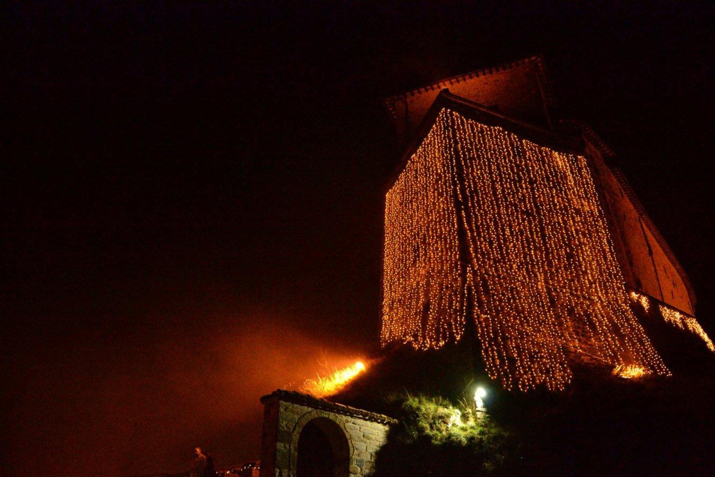 FRONTONE: Nel Castello di Babbo Natale